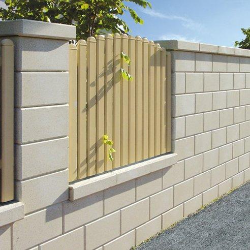 Plot z betonových panelů